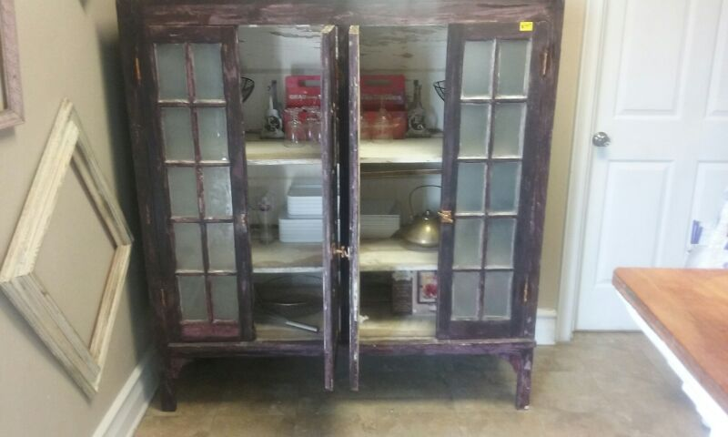 Antiqe looking cabinet