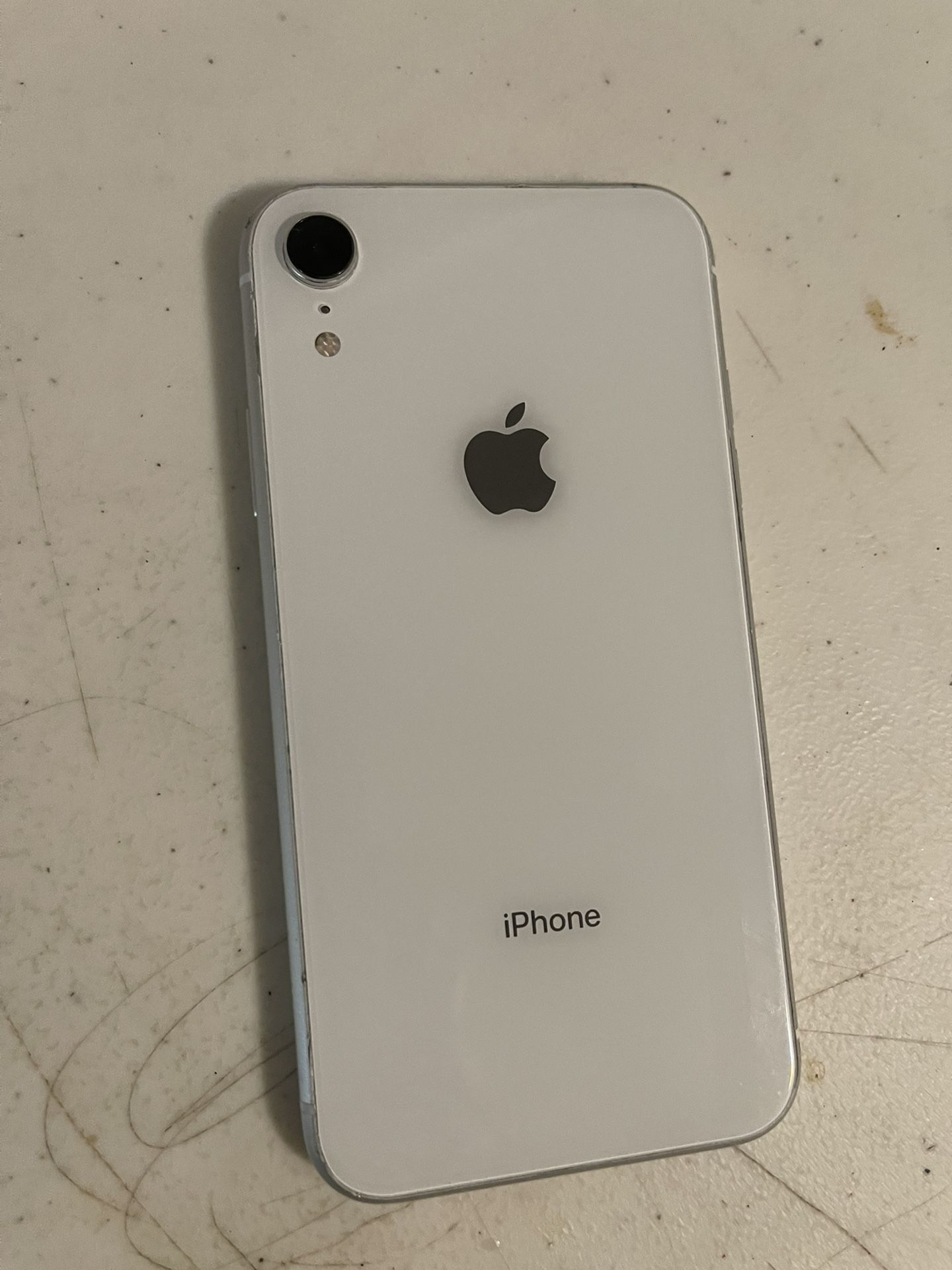 Apple iPhone XR 64 GB T-mobile By metro pc color white. Work very well. Perfect condition.