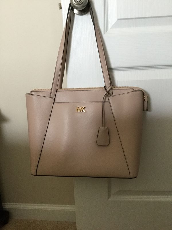 f565f7a44779 Michael Kors handbag for Sale in Millsboro