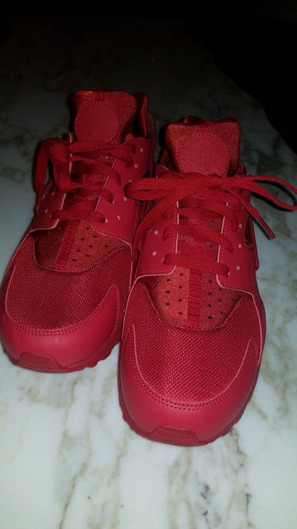 online retailer a06ce ab507 nike triple red huarache for Sale in Chicago, IL - OfferUp