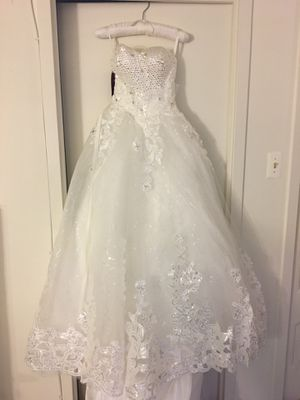 Brand New Strapless Wedding Gown with Tail for Sale in Bethesda, MD