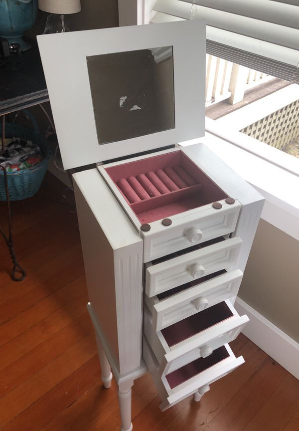 15e0178fa Stand up jewelry box for Sale in Seattle, WA - OfferUp
