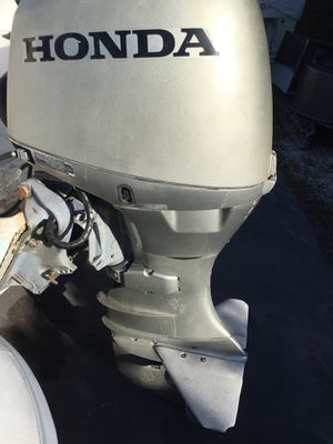 Honda 40 Hp horsepower marine outboard engine motor with tilt and trim for Sale in Miami, FL
