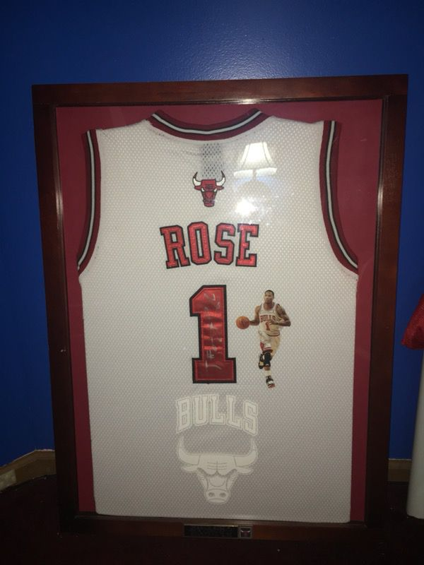 lowest price 44bb9 543a5 Derrick Rose Autographed Jersey Framed! for Sale in Huntley, IL - OfferUp