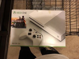 White XBOX one / 2 controller (1 rechargeable with charger station) for Sale in Gaithersburg, MD