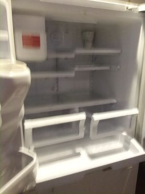 Is the Samsung freezer on bottom fridge on top double doors for Sale in Gig Harbor, WA