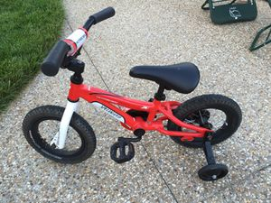 Specialized Hot Rock 12 inch boys bike with training wheels for Sale in Midlothian, VA