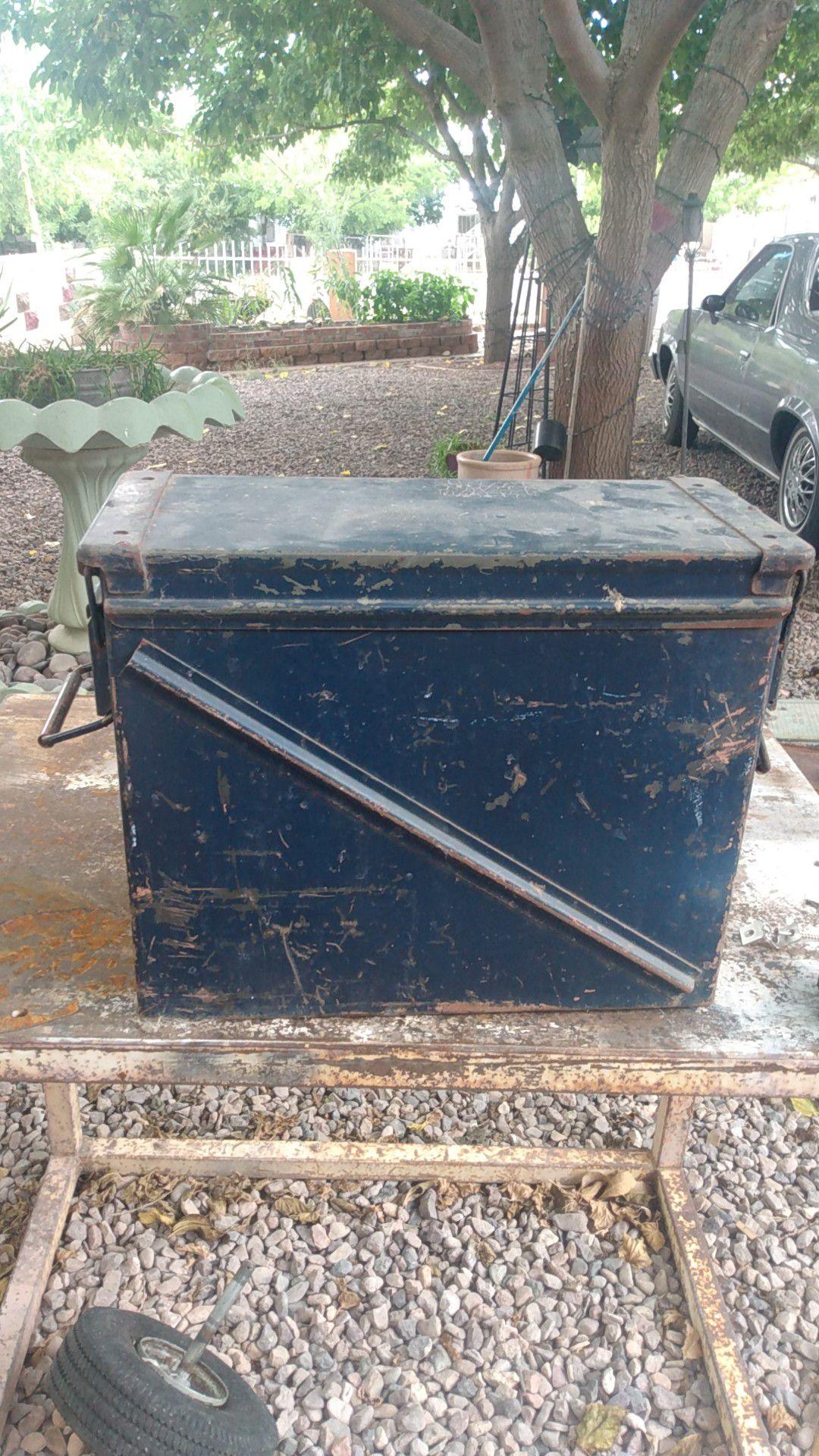 18x14.5x8.5 army box. $ 30.