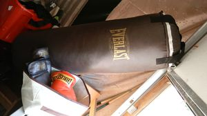 Everlast heavy bag with 2 sets of gloves for Sale in Vinton, VA