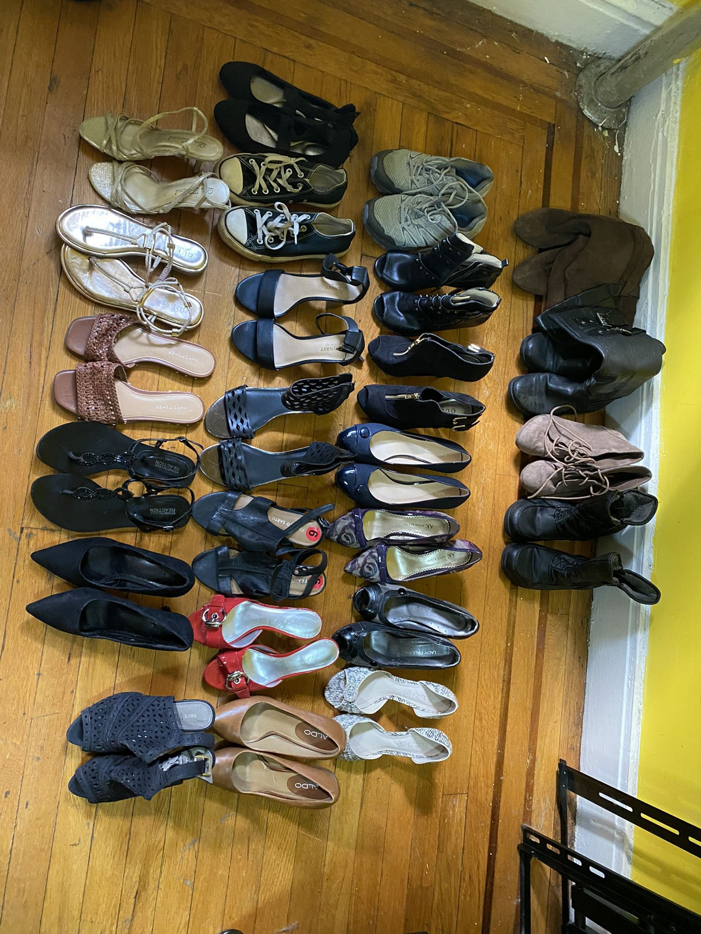 Lot Of 6 1/2 Women Shoes Make Me An Offer For All