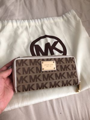 Michael kors wallet for Sale in Commerce City, CO