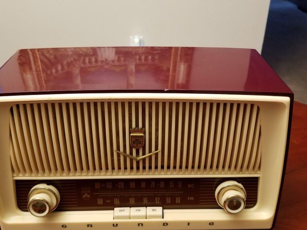 Grundig Majestic Table Radio