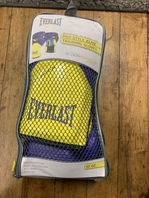 Everlast Women's Training Boxing Gloves for Sale in Chicago, IL