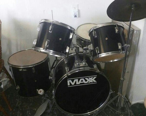 MAXX 7 PIECE DRUM SET