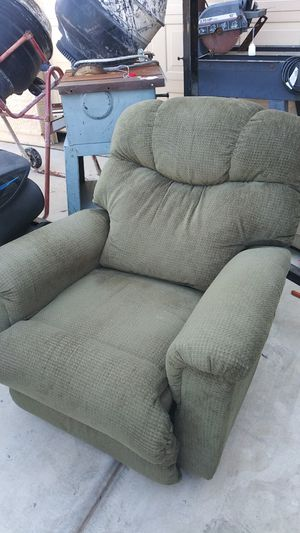 Recliner olive green excellent condition looks barely used and comfy ! for Sale in Laveen Village, AZ