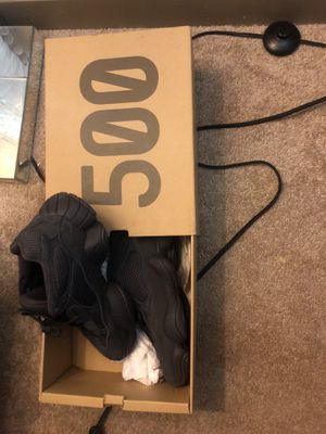 BLACK YEEZY 500 size 9 for Sale in Fort Washington, MD