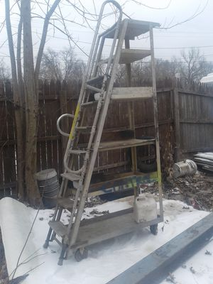 Aluminum 8 ft roll around ladder cart for Sale in St. Louis, MO