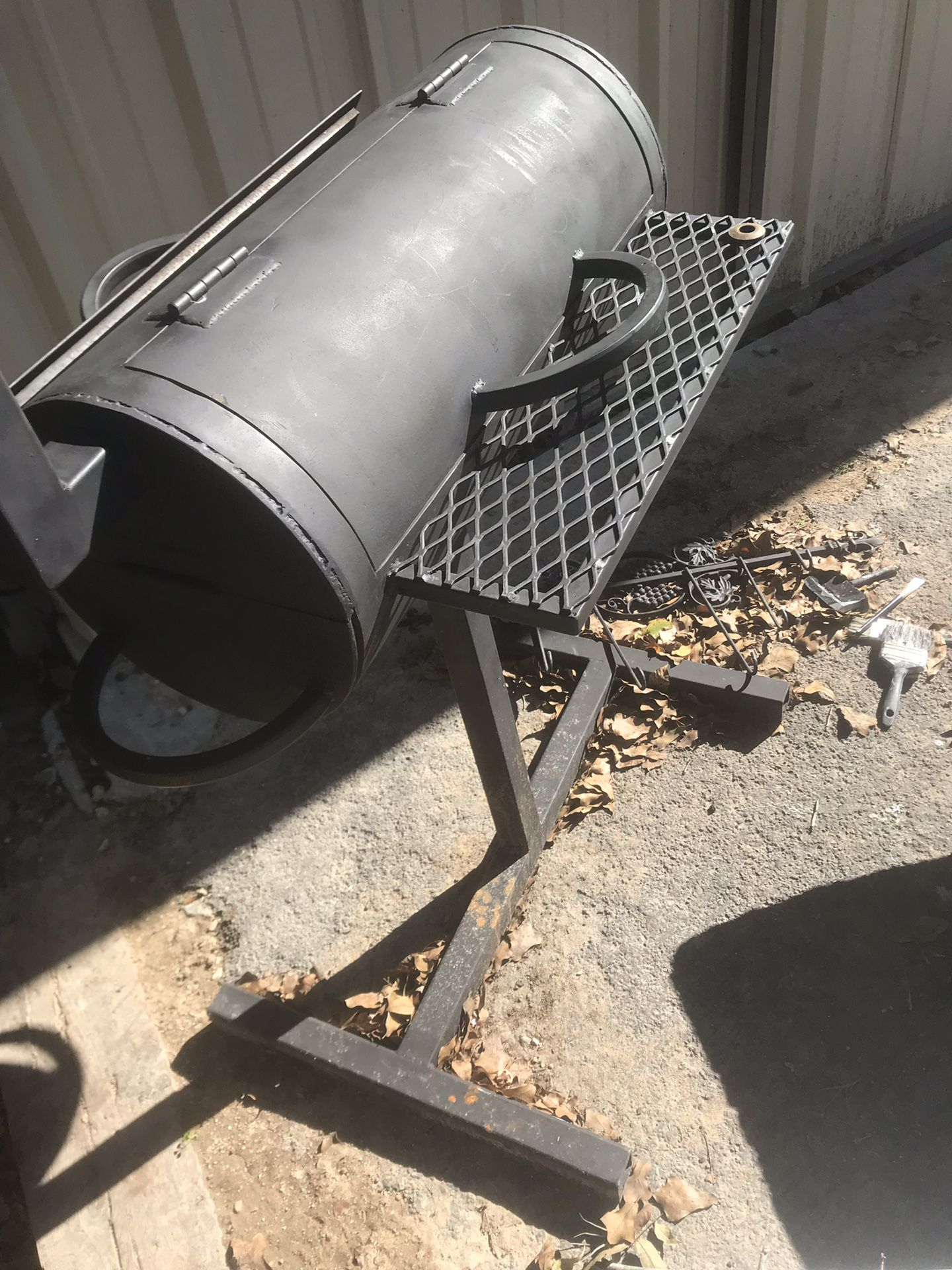 Barbecue pit new never used 250$