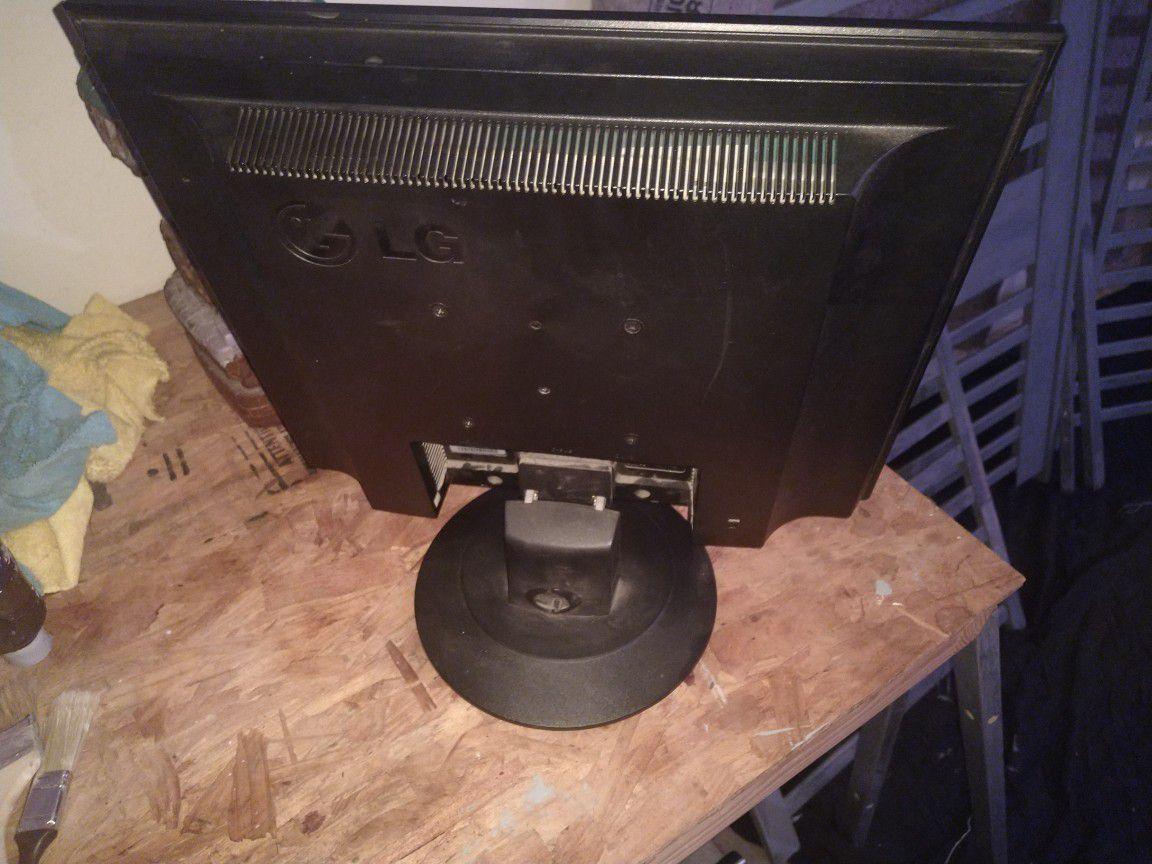LG computer monitor 16x18