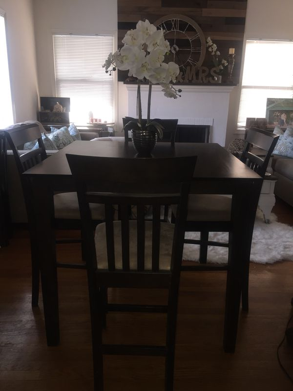 Heavy Dining Room Table And Bar Stool Chairs Furniture In Acampo Ca Offerup