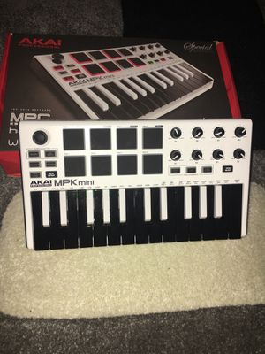 Akai Mini Keyboard for Sale in Detroit, MI
