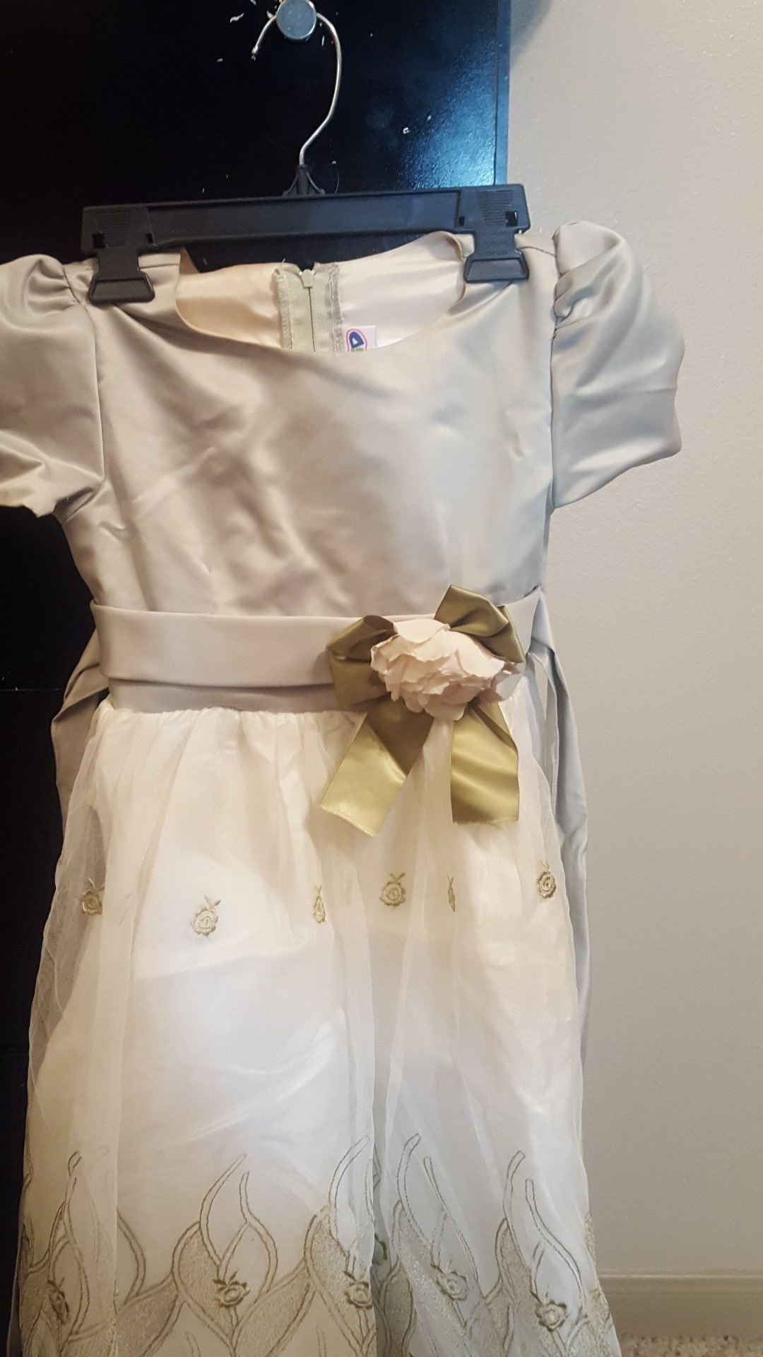 Little girls dress (Size 8)