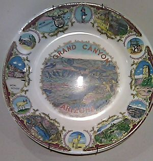 Photo Nice vintage souvenir plate. Grand Canyon Arizona. 12 with a wire hanger on it.