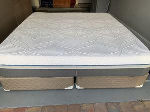 Photo Sealy Posturepedic hybrid King Size mattress and box spring