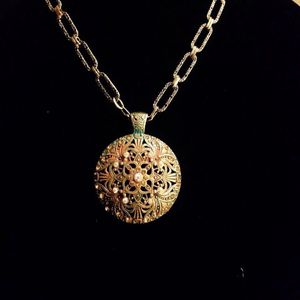 Vintage pendant necklace with earrings for Sale in Orlando, FL