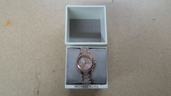 269125ea33a5 Michael Kors MK-6175 Ladies Rose Gold Watch w  Box for Sale in ...