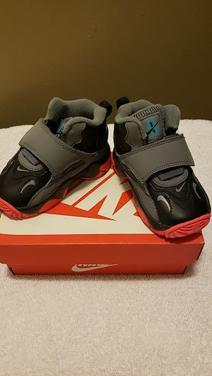 Kids Nike Shoes size 5c for Sale in Bakersfield, CA