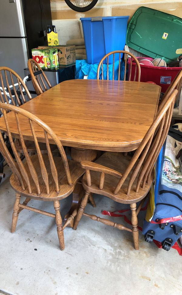 Extendable Dining Room Table with 6 chairs (Furniture) in ...