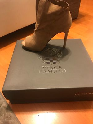 Vince Camuto peek-a-boo toe heels for Sale in Brooklyn, NY