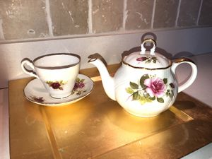 Royal Heritage Teapot and teacup with saucer for Sale in South Elgin, IL