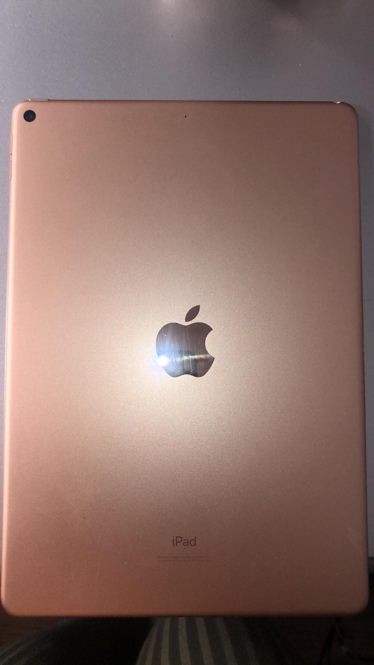iPad 7th generation 32 GB 10.2 inch screen $320