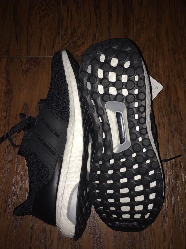 c670613062d44 NEW Women s Adidas UltraBOOST Size US 6.5