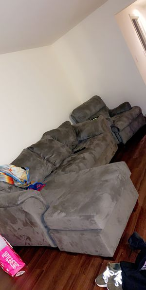 Sofa/ couch and recliner for Sale in Midlothian, IL