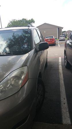 2008 Toyota Sienna Thumbnail