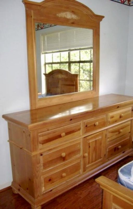 Fontana Knotty Pine Dresser With Mirror
