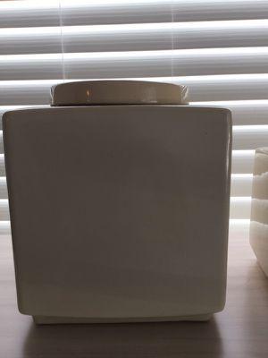 Three ceramic vases with lid /Tres floreros de cerámica con tapa for Sale in Miami, FL