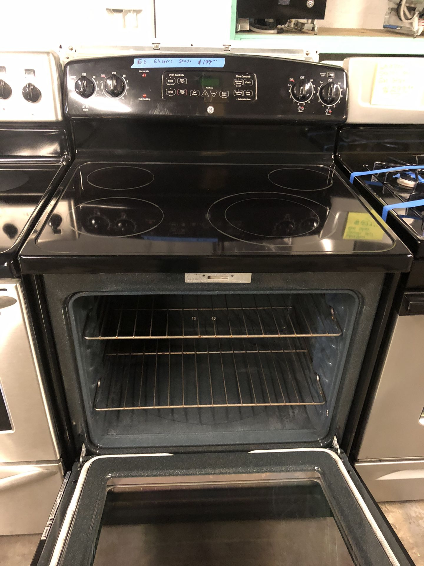 GE Electric Stove, in perfect condition with 4 months warranty