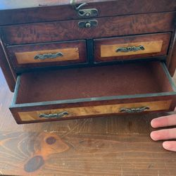 Vintage Jewelry Box Thumbnail