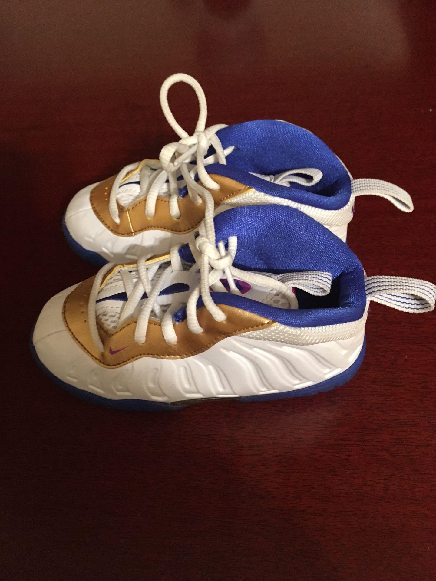 Nike foams toddler