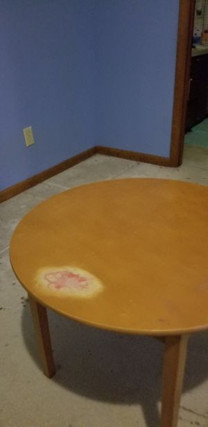 Small round table for Sale in Clayton, NC
