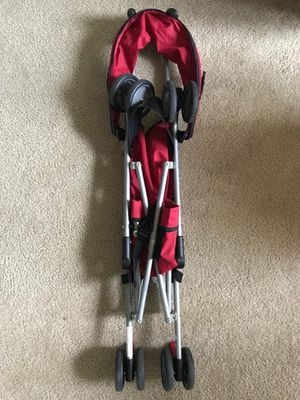 Red lightweight stroller for Sale in Severn, MD