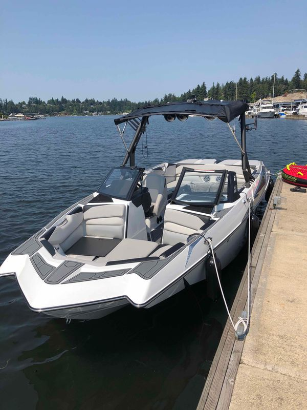 End of Season! Axis A24 wake research by Malibu! for Sale in Medina, WA -  OfferUp