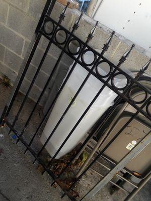 Fensan de hierro sólidas para jardines y patios de casa 99 pies x 73 pies cuadrado for Sale in Adelphi, MD