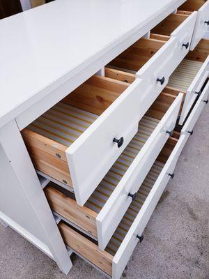 Photo Beautiful IKEA High Gloss White Hemnes 8 Drawer Dresser Chest Clothes Storage Organizer