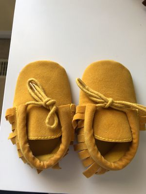 3 Baby shoes for $9 for Sale in Alexandria, VA