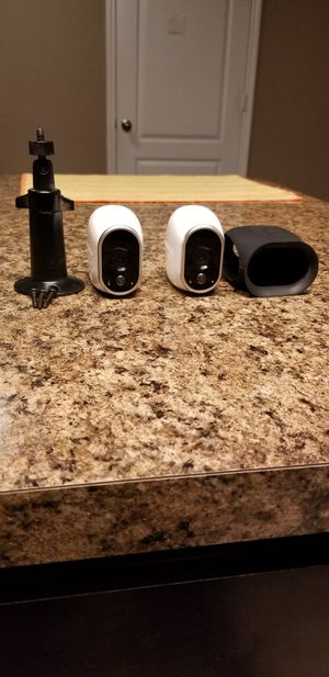 Arlo camera set (5 camera and base) for Sale in Fort Worth, TX